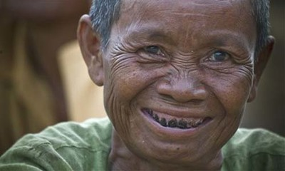 Camboyanas embarazadas mascan tabaco para combatir las náuseas