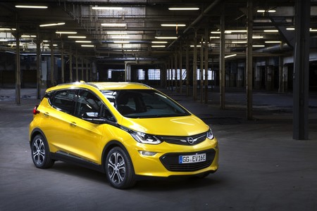 El Opel Ampera-e sigue vivo (de momento): homologa 380 kilómetros WLTP y nos enseñan cómo se fabrica