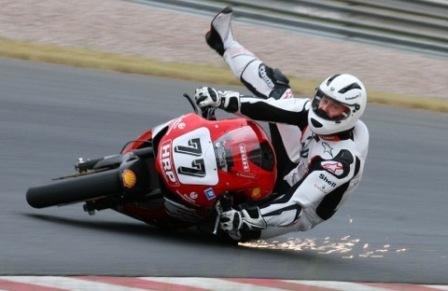Michael Schumacher ya gana también en motos