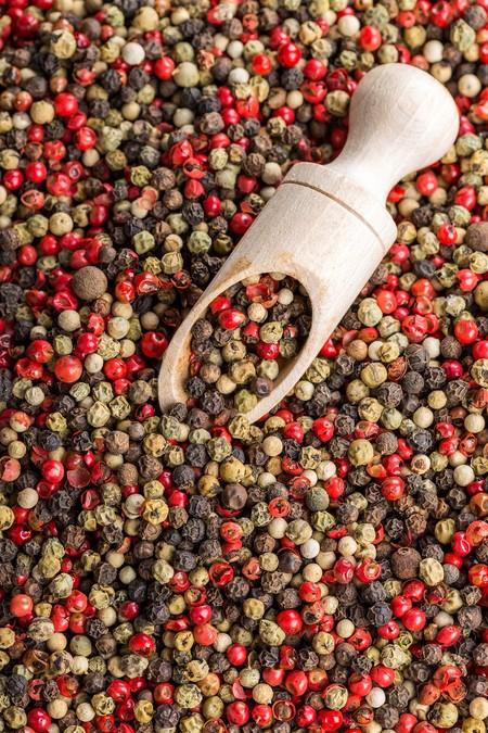Guía básica de pimientas: cuántos tipos hay y cómo utilizarlas