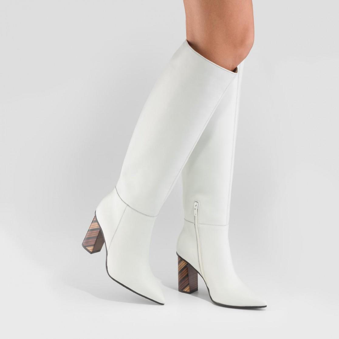 Botas altas de color blanco
