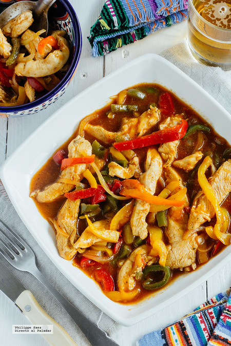 Fajitas de pollo en salsa BBQ. Receta fácil y deliciosa