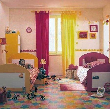 Un dormitorio infantil con ambientes separados por el color