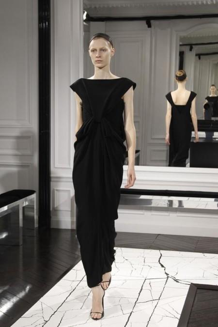 Vestido negro Balenciaga