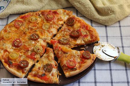 Pizza de queso de cabra, tomates cherry y pisto , la receta más sencilla para una cena deliciosa