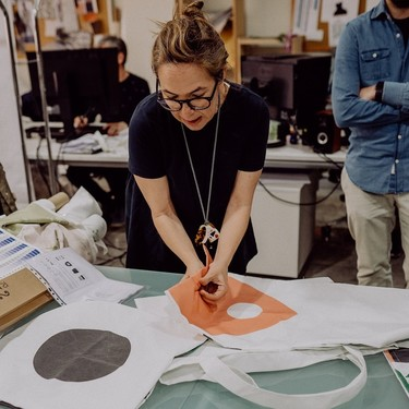 Más sostenible, imposible. Así se fabrica MUSSELBLOMMA, la colección de IKEA creada a partir de plásticos retirados del Mediterráneo