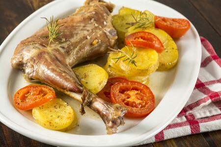 Cabrito y chivo de temporada, una carne sabrosa en primavera: qué es, en qué recetas utilizarlo y cómo reconocerlo