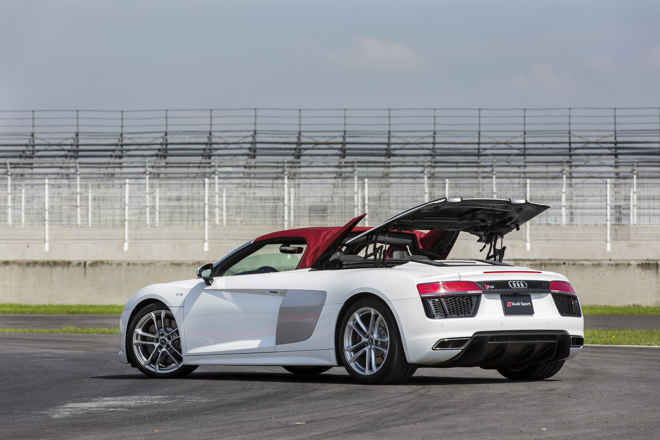 Foto de Audi R8 Spyder (24/38)