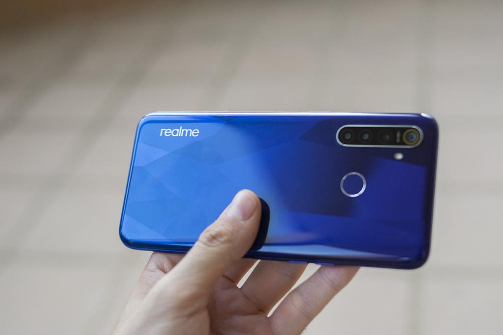 El Realme cinco Pro se actualiza con manera oscuro y grabación de vídeo con la cámara gran angular