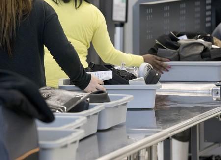 Por nueva medida de seguridad, nuestros tablets y laptops pasarán por revisión adicional si volamos de México a EUA