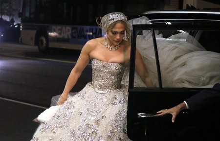 Jennifer López se viste de novia (aunque no para su boda con Álex Rodríguez)