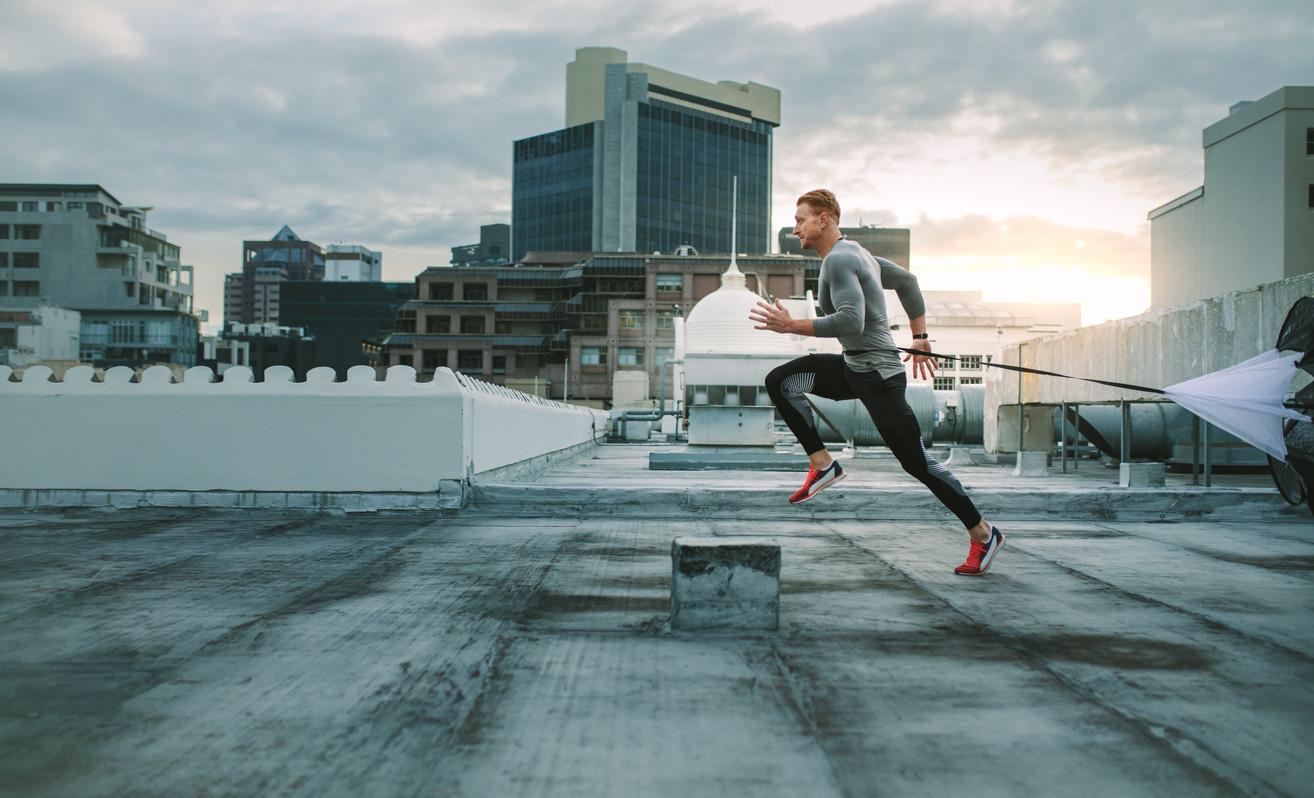 Las ventajas del entrenamiento cruzado en corredores: así puedes mejorar como runner practicando otros...