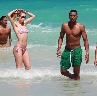 Días de lluvia, días de envidia al ver a las celebrities en bikini en la playa