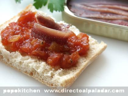 Anchoas con chutney de tomate. Receta
