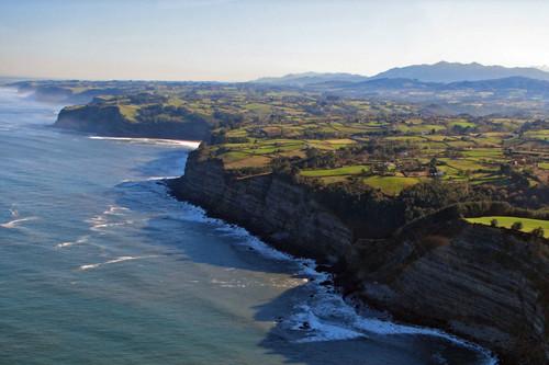 Drones para controlar la pesca furtiva: así es un operativo real en la costa asturiana