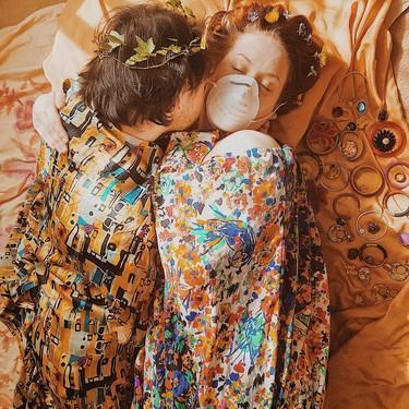 Recrear obras de arte con lo que tengamos por casa, el reto con el que La Gioconda o La lechera de Vermeer ahora puedes ser tú