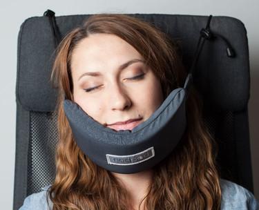 Con este invento dormir en un avión (sin acabar con el cuello destrozado) es un sueño hecho realidad