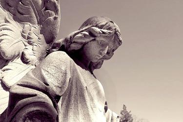 El ángel de la guarda de los niños en el parque