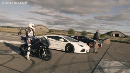 Bugatti Veyron, Lamborghini Aventador y BMW S1000RR ¿Quién ganará?