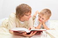 Los pediatras de EE.UU. empezarán a recomendar que todos los padres lean a sus hijos cada día