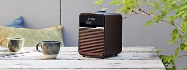 La Ruark R1 Mk4 mantiene vivo el espíritu de los radio-despertadores clásicos añadiendo Bluetooth, pantalla OLED y FM DAB+