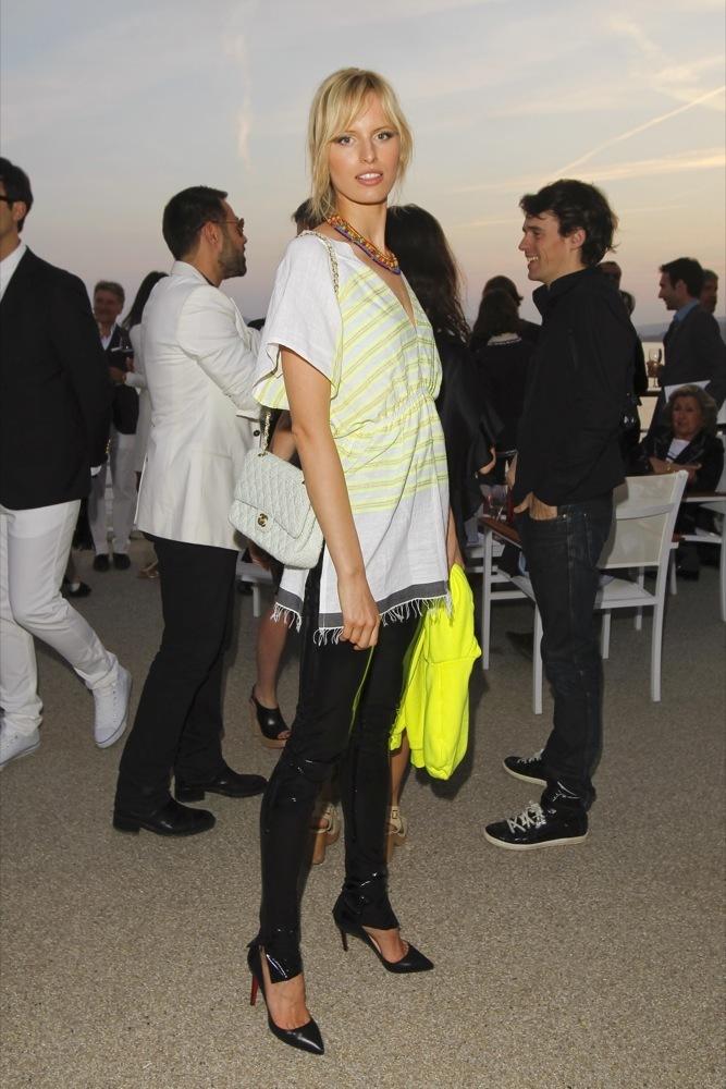 Foto de Las bellezas fieles de Chanel en el front row de la colección Crucero 2012 (16/23)