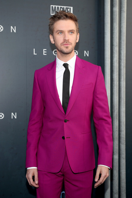 Olvida el rosa millennial, que el magenta conquista la alfombra roja (con el mismo traje y al mismo tiempo)