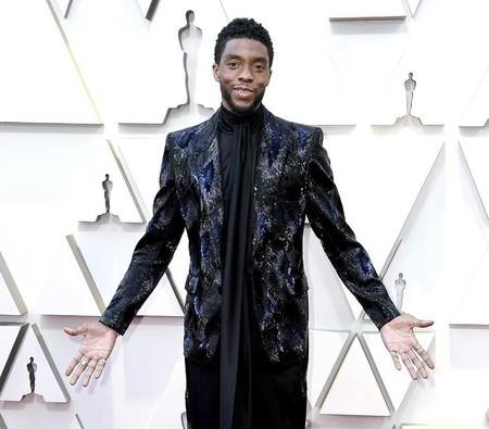 Chadwick Boseman le es fiel a Givenchy con su look Haute Couture en los Premios Óscar 2019