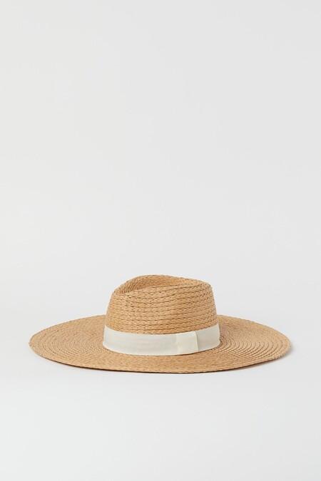 Andrea Duro Con Sombrero Look De Blanco