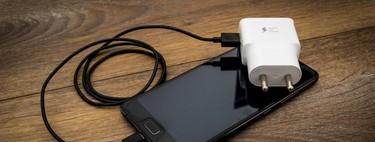 Que Apple y Samsung puedan no incluir el cargador en la caja de los móviles abre el debate de si sigue siendo necesario hacerlo