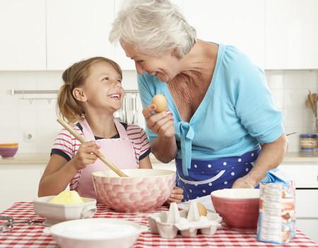 Tiempo de ocio con su abuela, el mejor regalo de Navidad que unos nietos pueden recibir