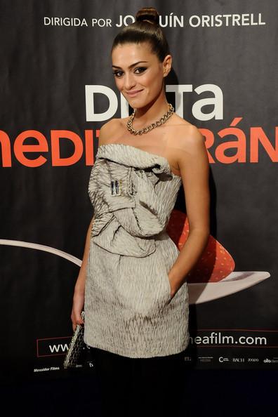 Olivia Molina luciendo un vestido de Miguel Palacio, uno de los mejores diseñadores españoles de moda