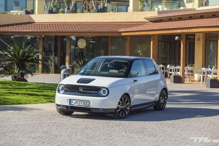 Probamos el Honda e, un coche eléctrico de diseño que marca la referencia por tecnología y comportamiento