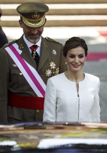 La Reina Letizia elige el blanco para el Día de las Fuerzas Armadas