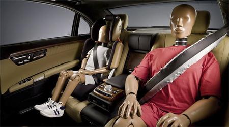 Mercedes introducirá su cinturón hinchable en el Clase S 2013
