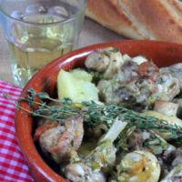 Guiso de conejo con champiñones al vino blanco. Receta