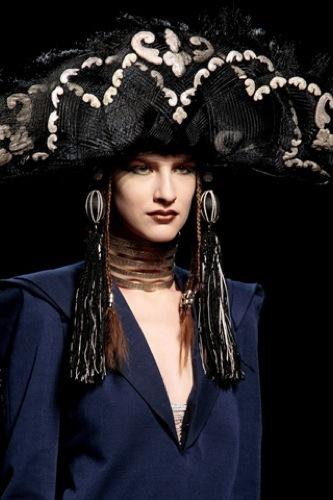 Jean Paul Gaultier Alta Costura Primavera-Verano 2010. Sombreros