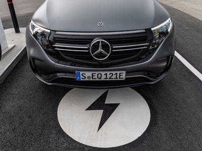 Mercedes-Benz apuesta por convertir al 50% de sus vehículos, en híbridos o eléctricos para 2030