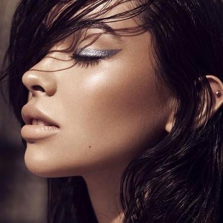 Eyeliner brillantes: dorados, plateados, con purpurina