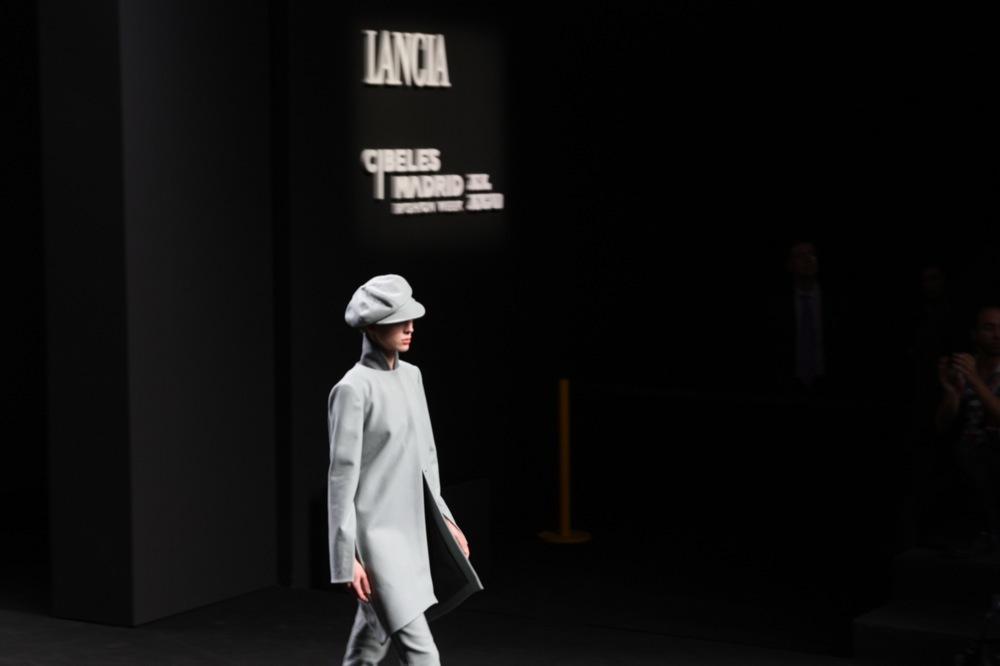 Foto de Jesús del Pozo en la Cibeles Fashion Week Otoño-Invierno 2011/2012 (38/71)