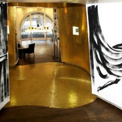 Foto 8 de 11 de la galería les-ateliers-guerlain-exponen-la-petite-robe-noire en Trendencias
