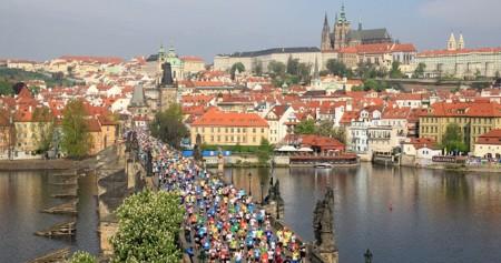 ¿Quieres correr la maratón de Praga de manera virtual? Este año puedes hacerlo