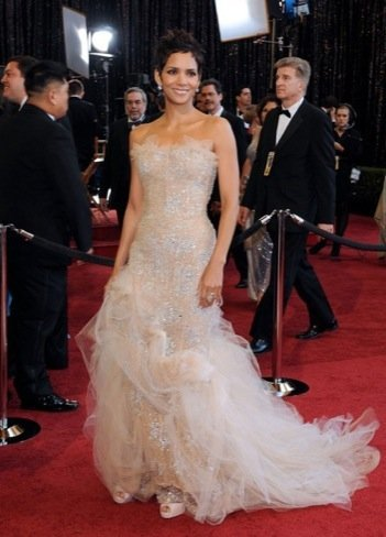 Halle Berry zapatos Oscar 2011