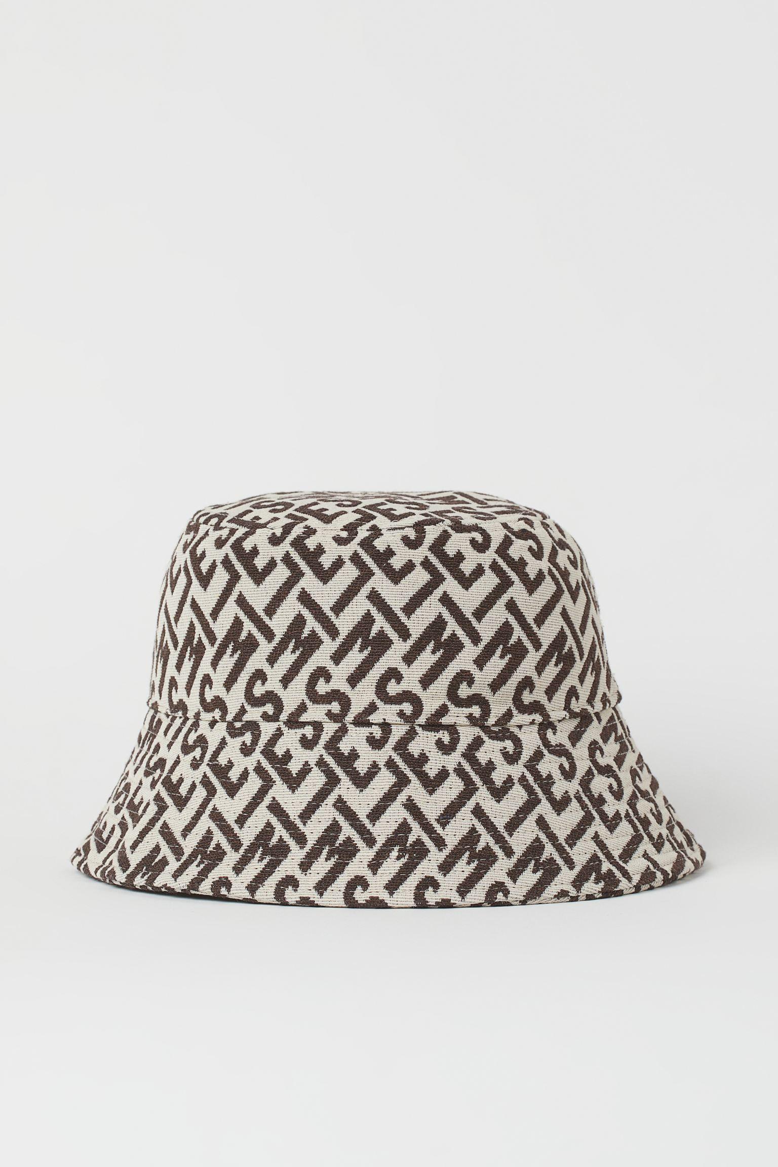 Sombrero bucket con estampado. Forrado.