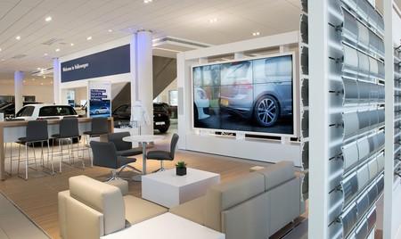 El freno al coche eléctrico no es su precio ni las infraestructuras, sino los concesionarios, según un estudio