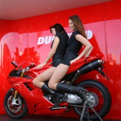 Foto 1 de 35 de la galería las-pit-babes-de-estoril-en-una-ducati-1098 en Motorpasion Moto