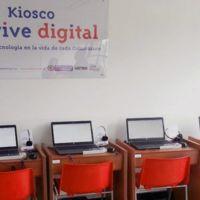 Un Kiosco de acceso a internet alimentado por paneles solares es instalado en una escuela rural de Casanare