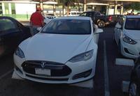 Entre quemar discos y quemar autos, Tesla decide quemar autos