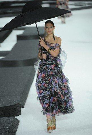 Chanel Primavera-Verano 2011 vestido alfombra