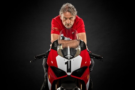Ducati Panigale V4 25° Anniversario 916: 500 unidades de homenaje a la 916 con decoración Fogarty